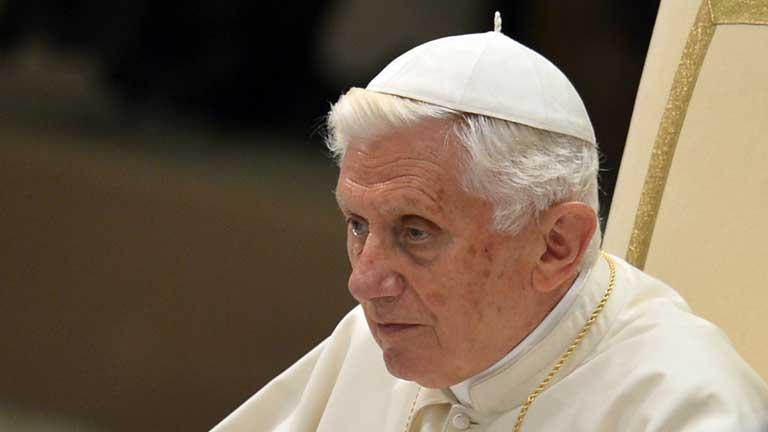 Benedicto XVI sale al paso de los rumores de dimisión de su número dos