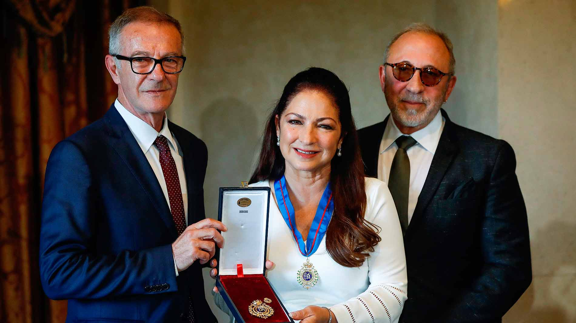Ir al Video Gloria Estefan recibe la Medalla de Oro de las Bellas Artes