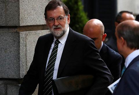 Ir al VideoEl Gobierno no aplicará el 155 si Puigdemont convoca elecciones autonómicas sin una declaración de independencia