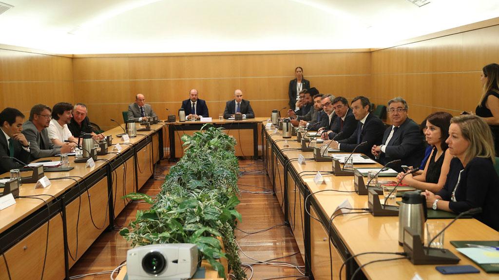 Gobierno y partidos reúnen el pacto antiterrorista