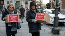 """Ir al VideoEl Gobierno tramita el """"relevo a petición propia"""" de Trillo mientras las familias del Yak 42 reclaman su """"cese"""""""