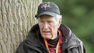 Goerge Bush padre carga contra altos cargos republicanos, incluido su hijo, en sus memorias