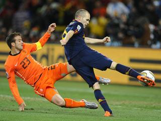El gol de Iniesta, recordado en varios idiomas