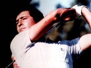 Un golfista que entrenaba con varas y piedras