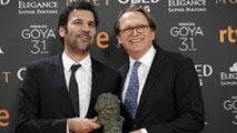Ir al VideoGoya 2017 - Los productores Enrique Costa y Stephane Smith recogen el Goya 2017 a la mejor película europea, la francesa 'Elle'