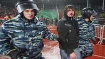 Ir al VideoGraves disturbios entre hinchas en la Liga de Rusia