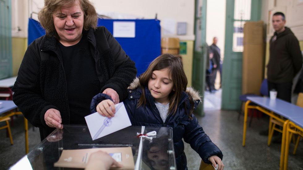 Grecia vota ya a su presidente en unos comicios que centran la atención de Europa