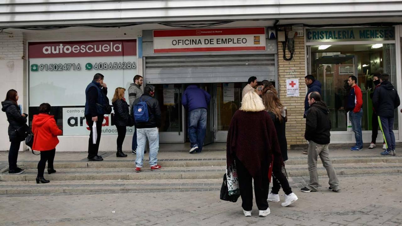 El n mero de parados registrados baj en personas for Oficina empleo madrid
