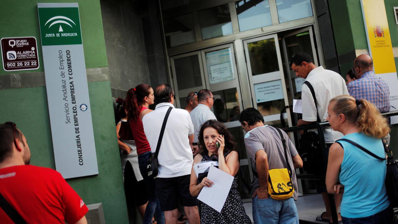 El paro en espa a el n mero de parados registrados subi for Oficina de empleo azca madrid