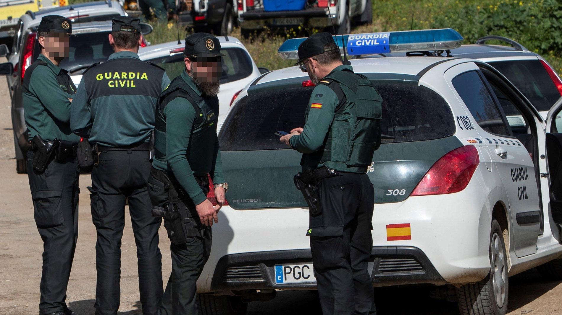 Ir al VideoLa Guardia Civil detiene a un hombre por degollar a su pareja en la localidad alicantina de Planes