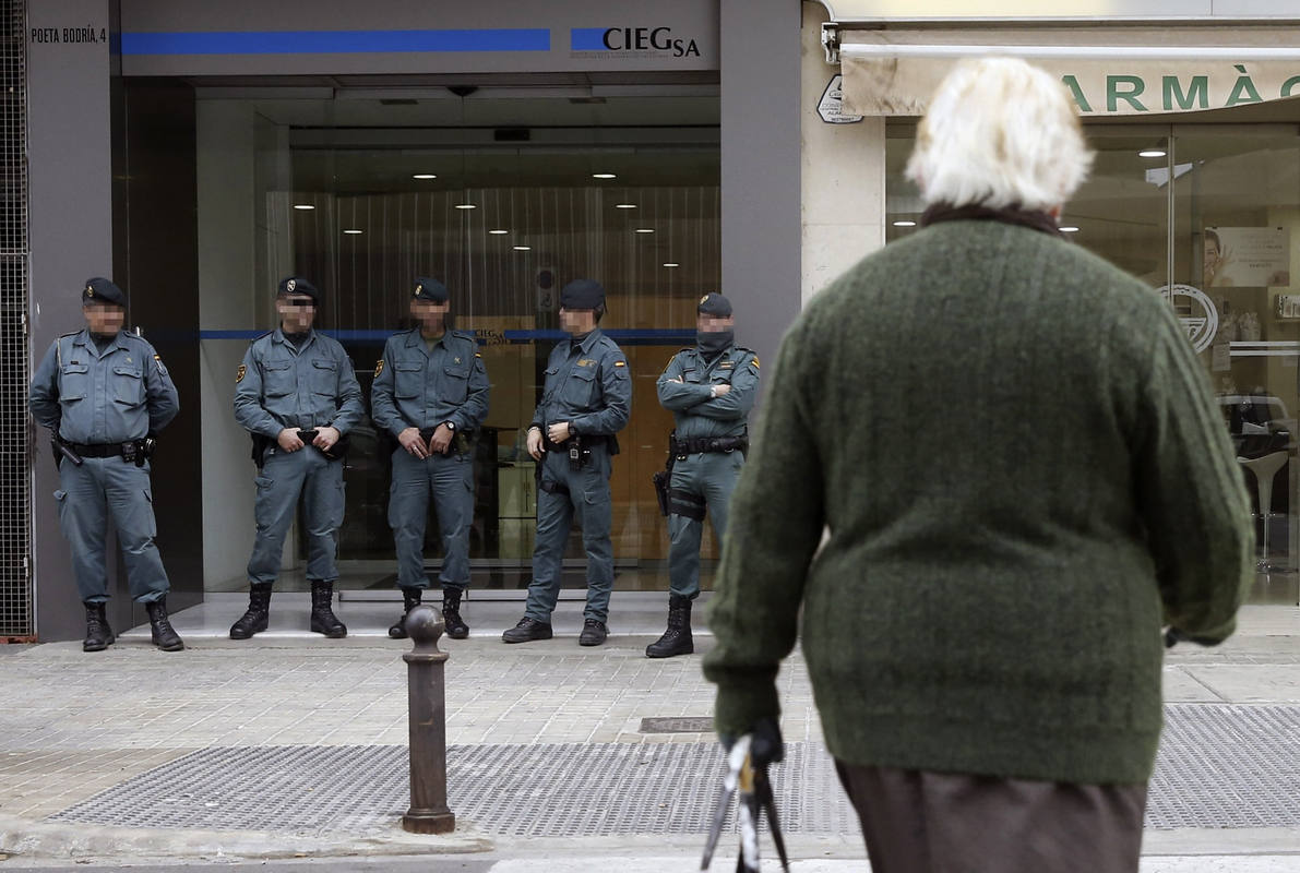 La Guardia Civil registra las dependencias del Grupo Popular del PP en el Ayuntamiento de Valencia