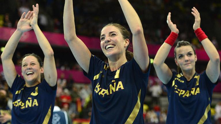 Las 'guerreras' del balonmano velan armas antes de la semifinal ante Montenegro