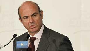"""De Guindos afirma que el Gobierno """"no perderá el rumbo"""" pese a las turbulencias"""