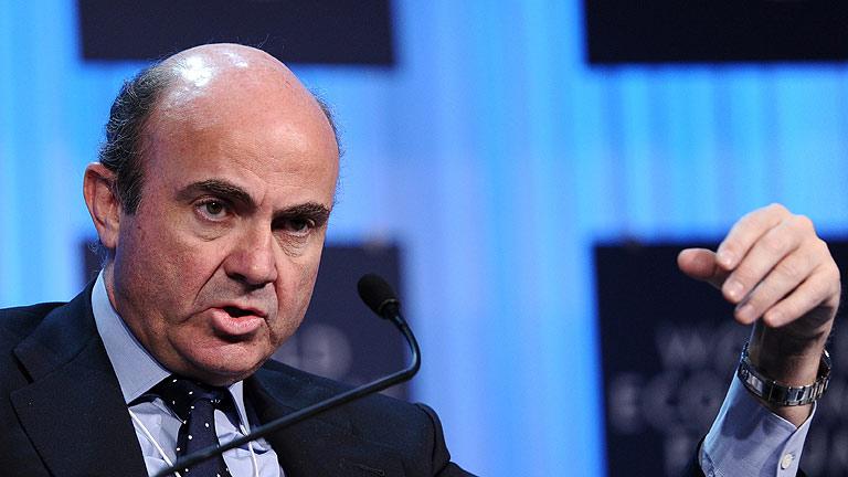 """De Guindos dice que la ley de estabilidad española será """"más estricta"""" que la europea"""