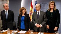 Ir al VideoGuindos, Montoro y Báñez continúan en el núcleo económico del Gobierno de Rajoy