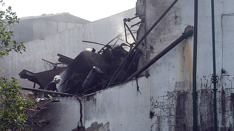 Hallan un segundo cadáver en la explosión de la fábrica cacereña de Moraleja