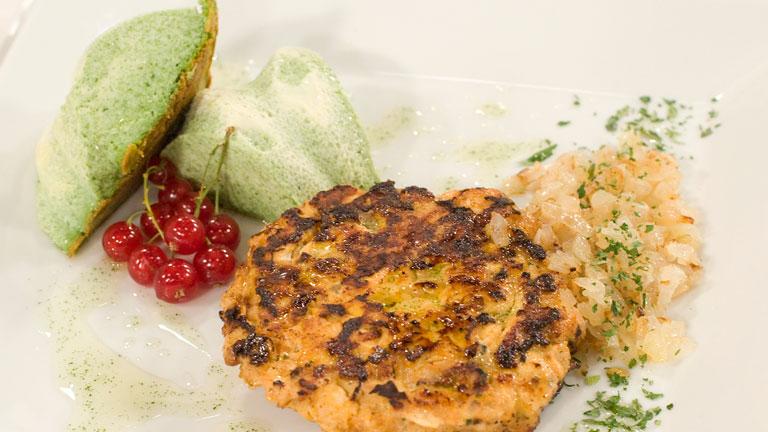 Saber Cocinar - Hamburguesa de pollo a las finas hierbas con pastel de queso y espinacas