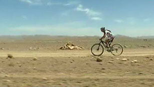 Heras supera con éxito su avería en la Titan Desert