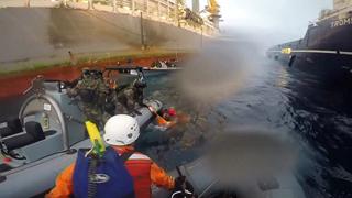 Herida una activista de Greenpeace durante una protesta en Canarias