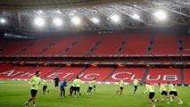 Ir al VideoUn herido leve en una trifulca entre seguidores del Athletic y el Apoel