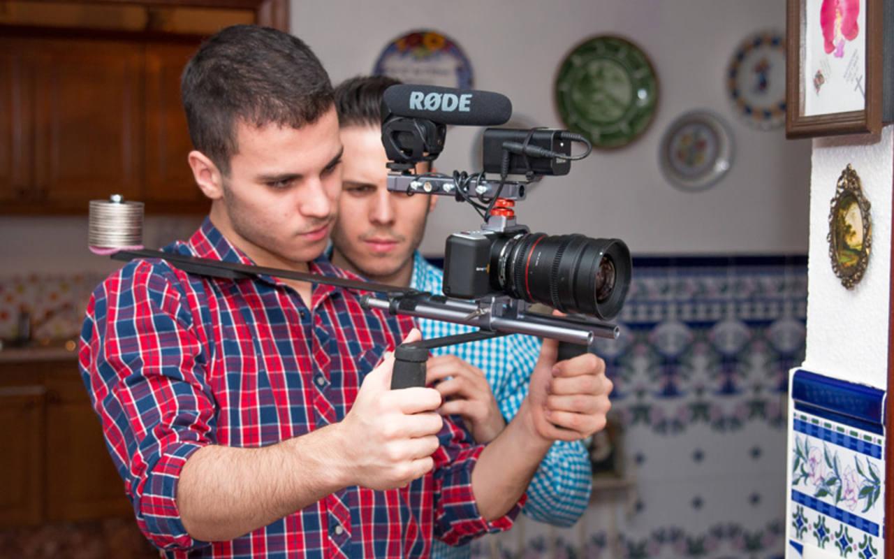 Los hermanos Carlos y Roberto Valle en un momento del rodaje