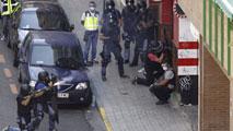 Ir al VideoUn hombre armado se atrinchera en un bar de Zaragoza y acaba suicidándose