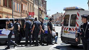 Un hombre que dice ser de Al Qaeda toma cuatro rehenes en un banco de Toulouse