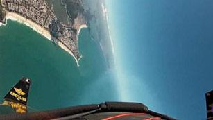 El hombre pájaro sobrevuela Río de Janeiro