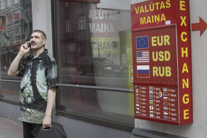 Standard poor 39 s mejora la nota de letonia por el impacto for Oficinas de cambio de moneda en barcelona