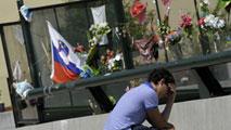 Ir al VideoHomenaje con flores y medallas cuando se cumple un año del accidente de tren en Santiago