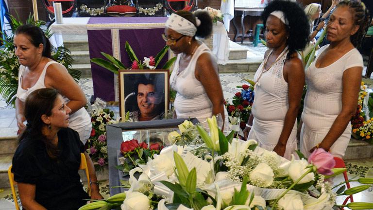 Homenaje a Oswaldo Payá en su capilla ardiente en La Habana