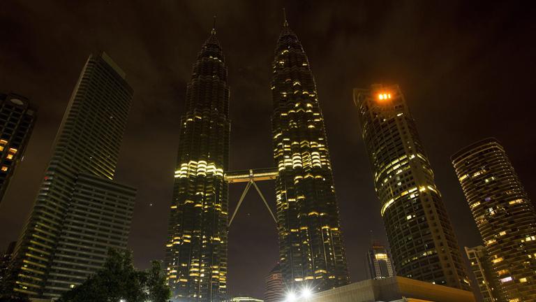 Más de 5,000 ciudades apagaron sus luces para celebrar la hora mundial del planeta
