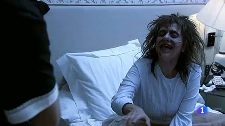 Especial Nochevieja 2012 - Hotel 13 estrellas 12 uvas - La niña del exorcista
