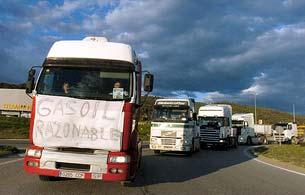 La huelga de transportistas provoca cortes en varias carreteras