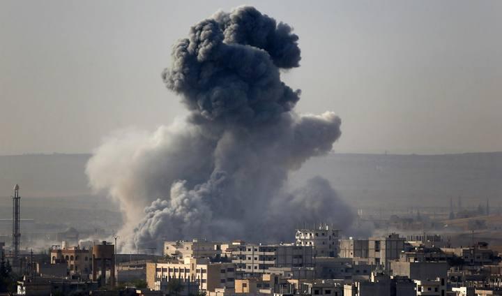 Humo de las explosiones en Kobani, Siria, visto desde Turquía