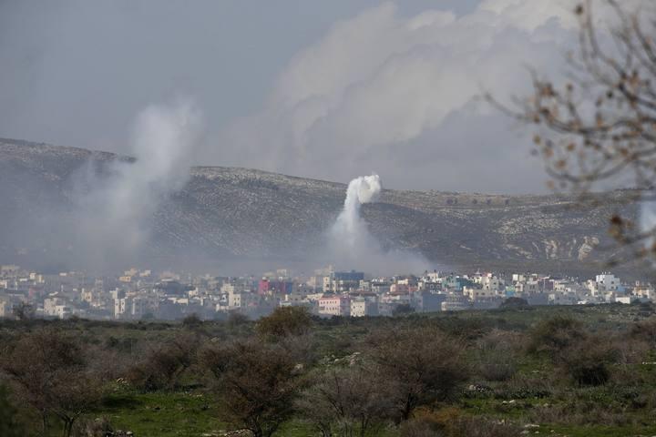 Humo de las explosiones sobre la localidad libanesa de GhajarREUTERS/Baz Ratner