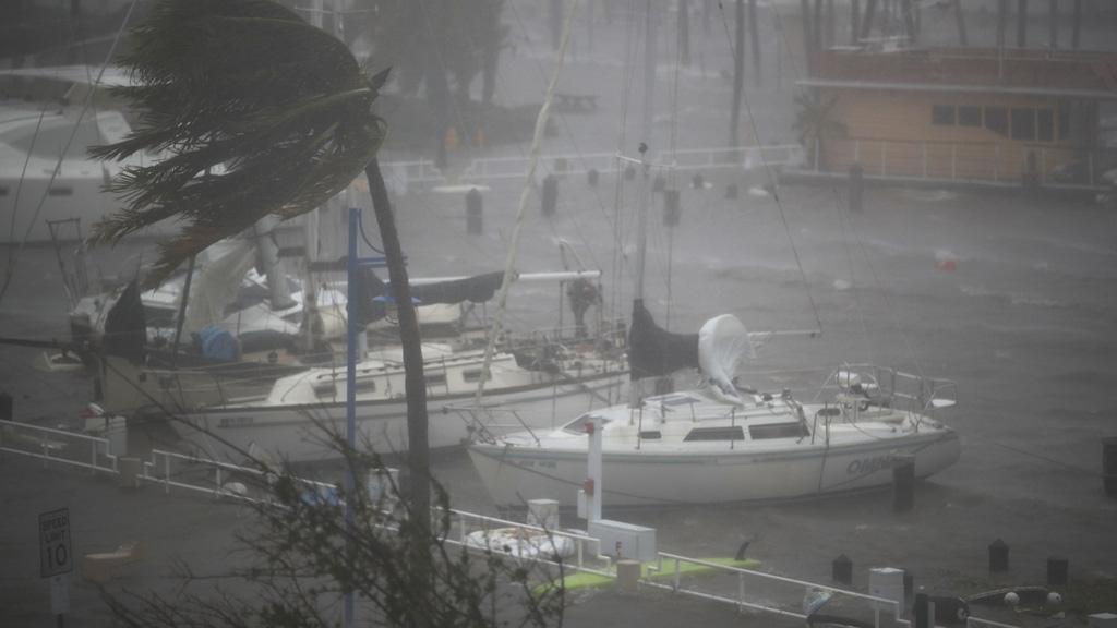 El huracán Irma deja sin luz a 1,5 millones de hogares en su avance por Florida