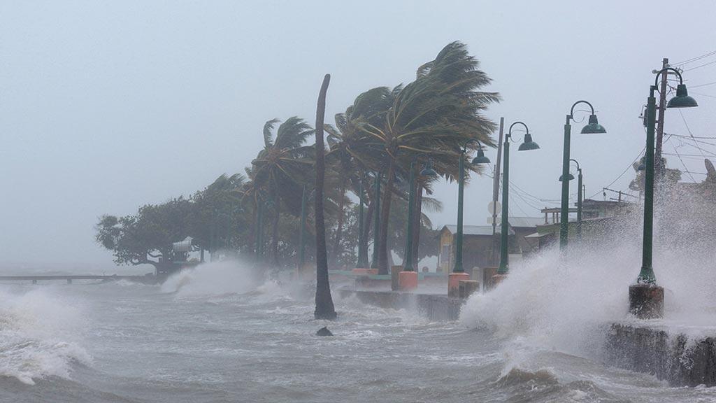 """El huracán Irma entra en Puerto Rico tras una """"devastación total"""" en las Antillas Menores"""
