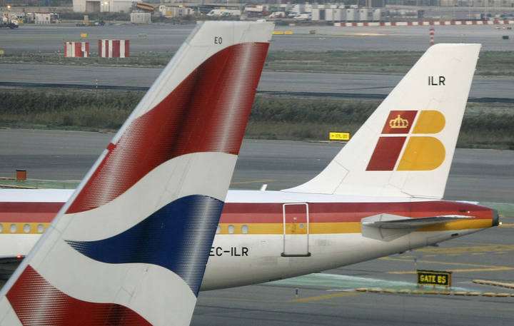 Iberia y British Airways firman su fusión