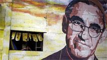 Ir al VideoLa Iglesia Católica beatifica a monseñor Romero 35 años después de su asesinato