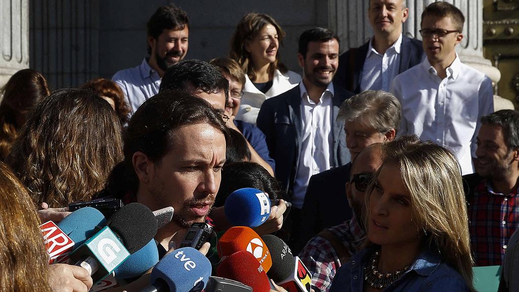 """Iglesias advierte a los barones de que """"tomarán nota"""" si el PSOE se abstiene"""