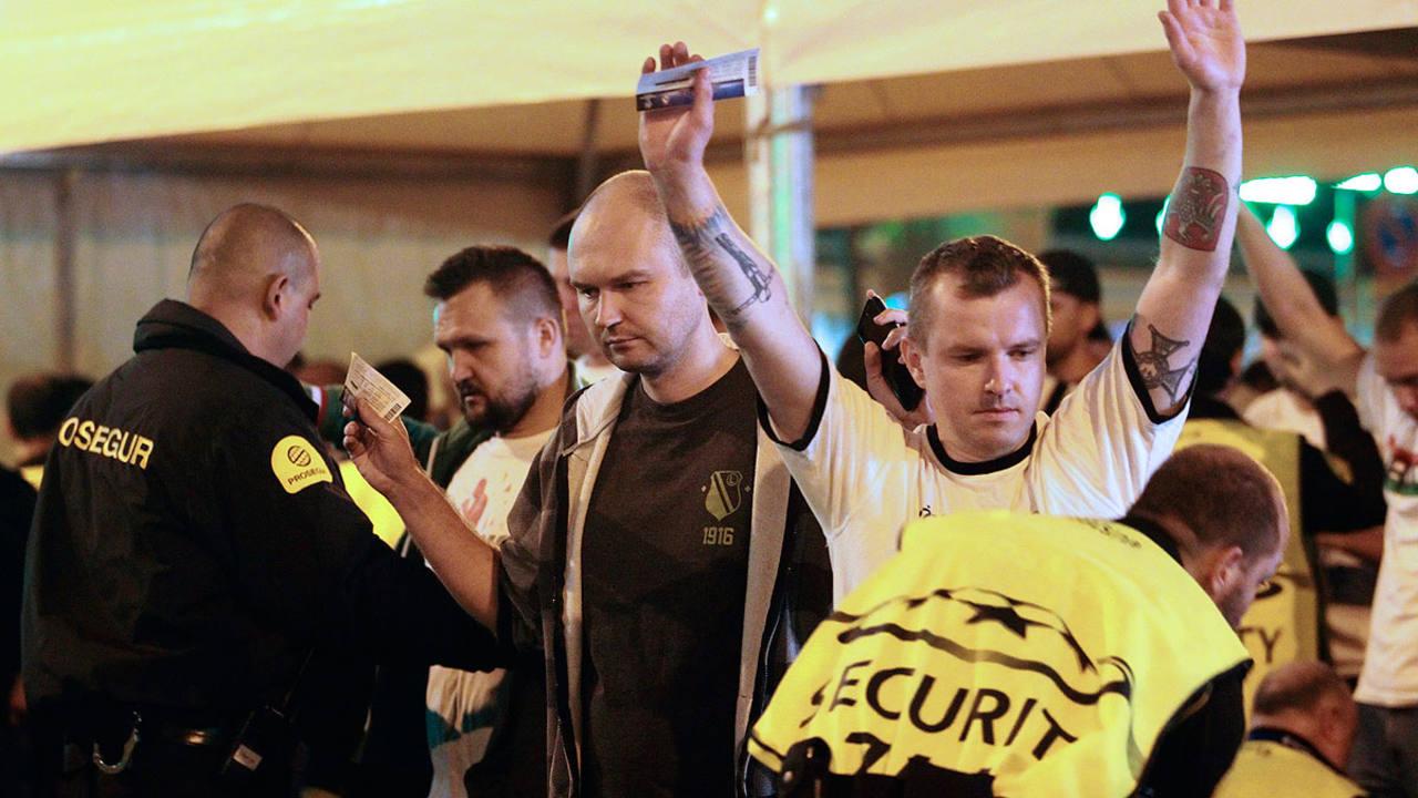 Imagen de archivo de los controles en las puertas del Bernabéu