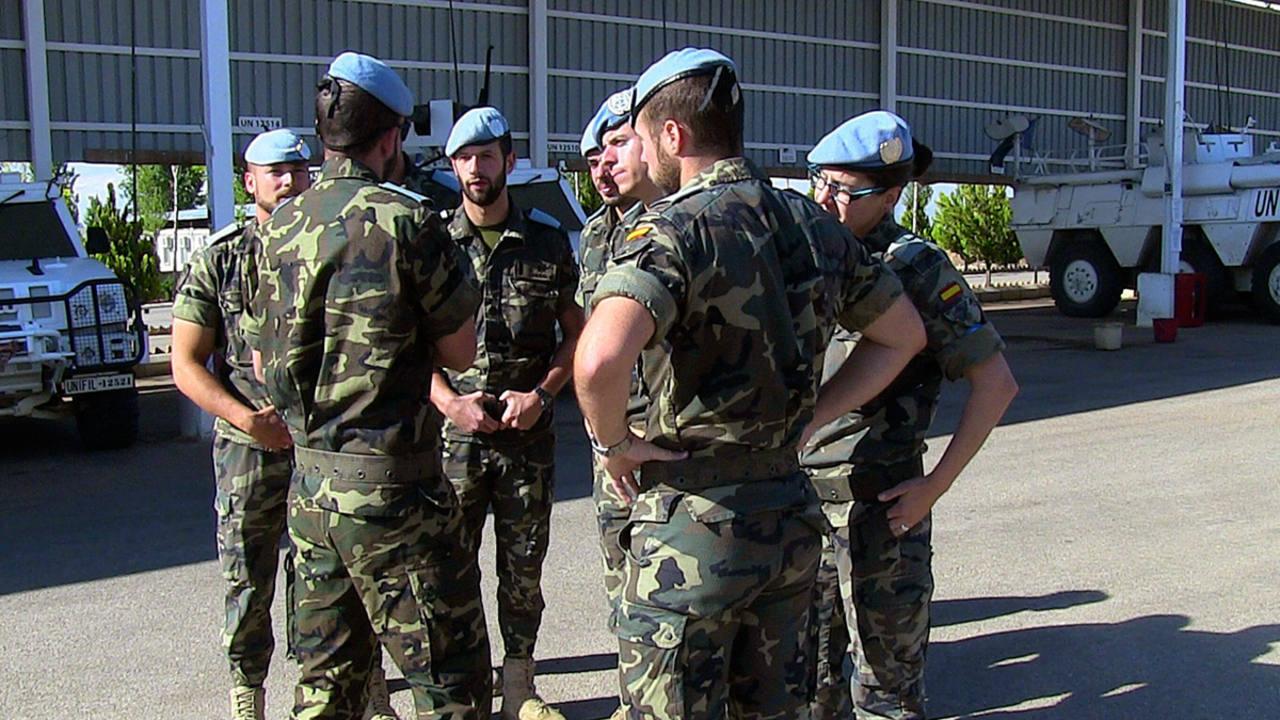 Imagen de archivo de un grupo de cascos azules españoles en la base Miguel de Cervantes, en el sur del Líbano.