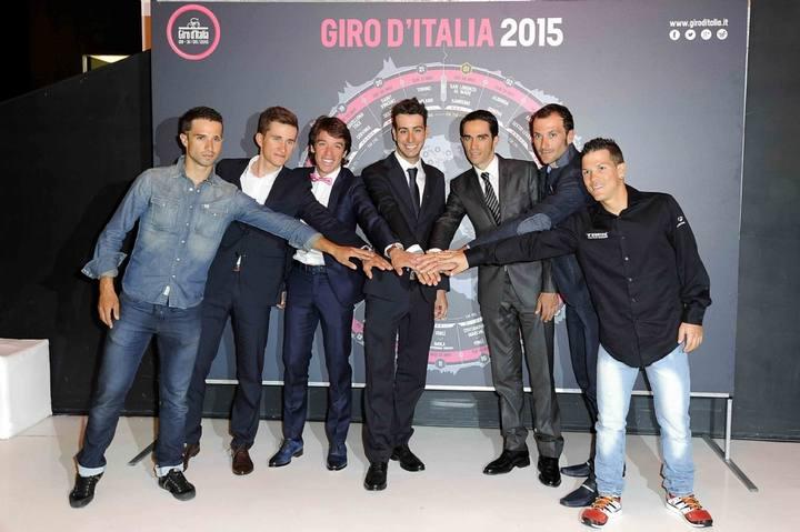 Imagen de los corredores que asistieron a la presentación del Giro 2015.