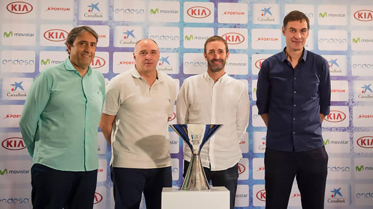Imagen de los cuatro entrenadores durante la presentación del sorteo.