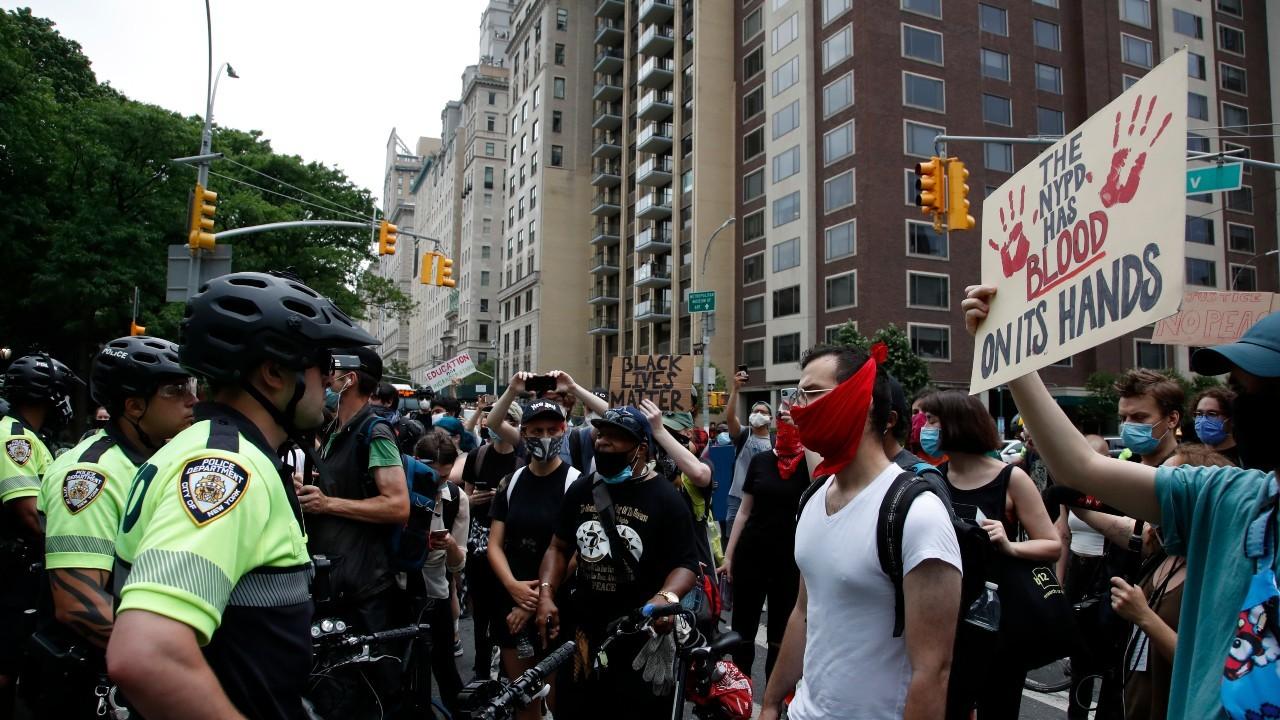 Imagen del 11 de junio de 2020 de una manifestación en Nueva York por la muerte de George Floyd.