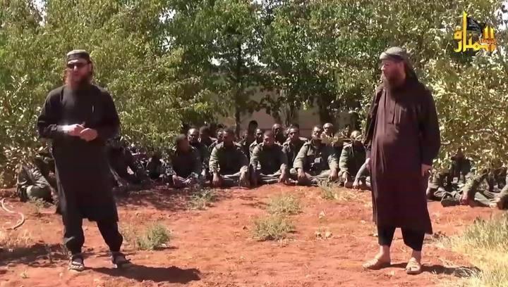 Imagen del vídeo difundido por la televisión oficial del Frente al Nusra en el que se ve a los cascos azules retenidos.