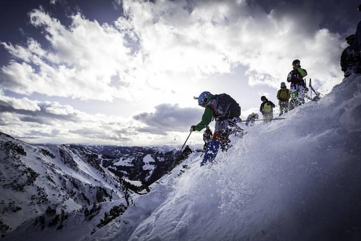 Imagen de un esquiador practicando 'freeride' en la estación andorrana de Grandvalira.