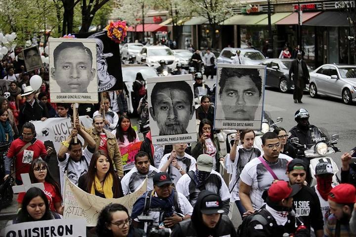 Imagen de una de las manifestaciones organizada por las familias de los 43 estudiantes desaparecido