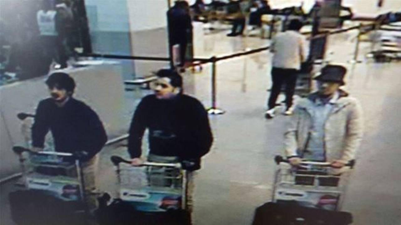 Imagen de tres sospechosos de los atentados de Bruselas difundida por los medios belgas